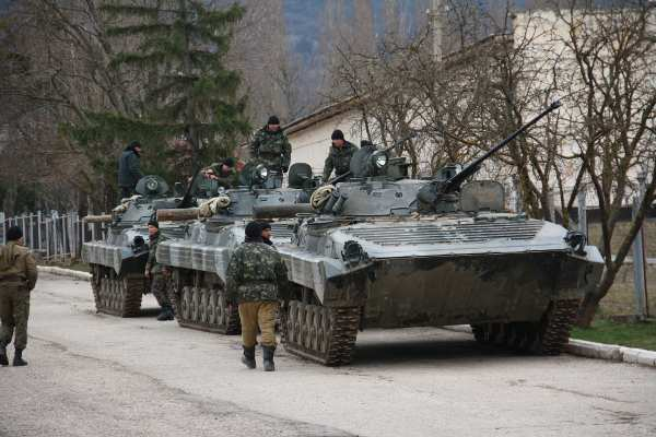 Ukrainian separatists with Russian tanks